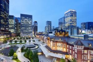 東京駅 丸の内、八重洲の夜景 高層ビルディング
